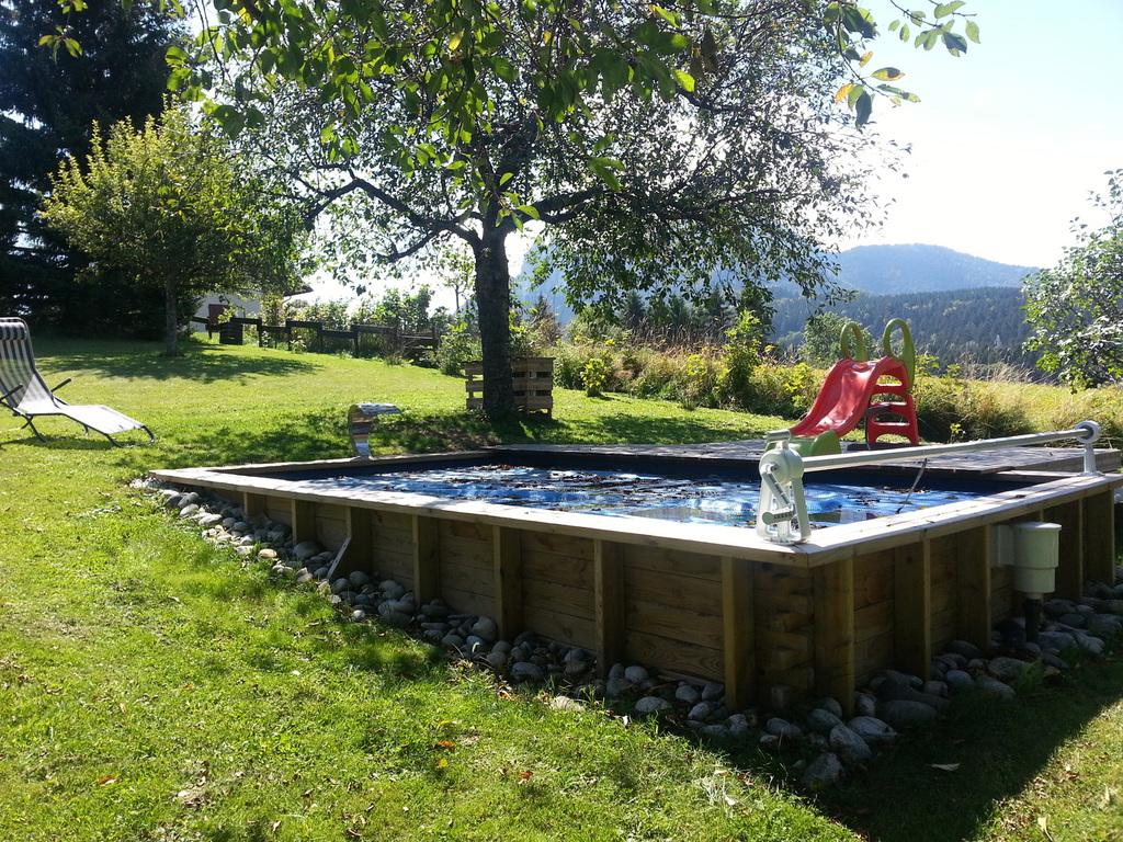 mini piscine en bois cascade en inox. Black Bedroom Furniture Sets. Home Design Ideas