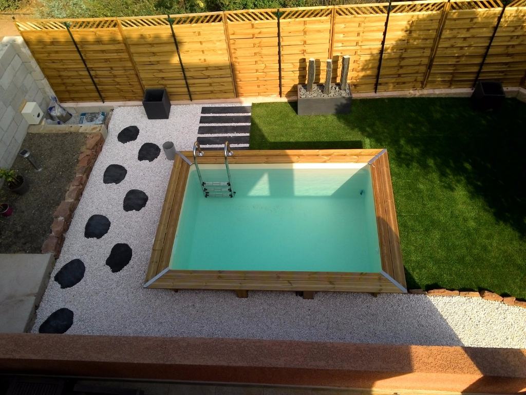 Mini piscine en bois mini couloir de nage for Mini piscine coque