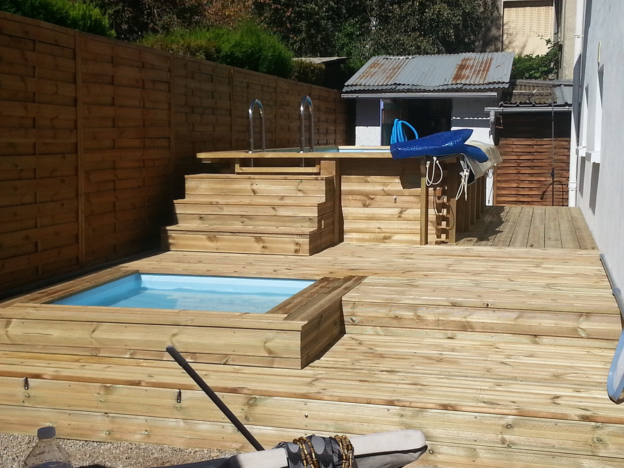 Piscine en bois sur mesure for Mini piscine bois enterree