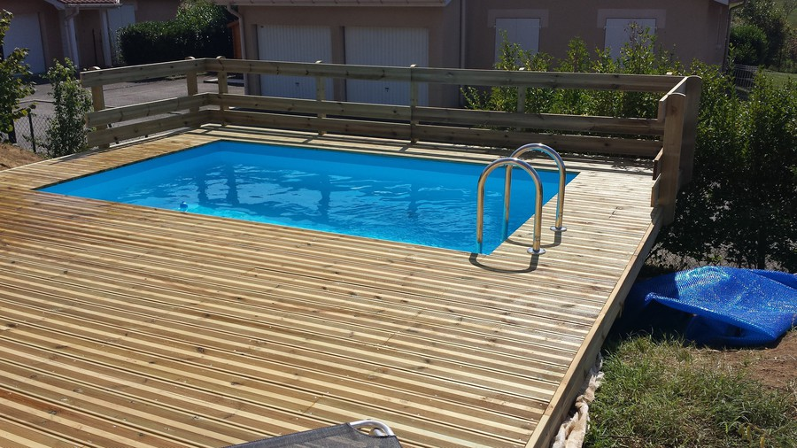 Bassin nage contre courant prix brest maison design for Piscine encastrable bois